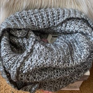 H&M tunnel scarf with metallic thread